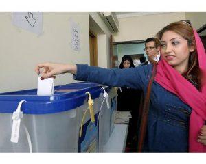 الإيرانيون يصوتون الجمعة بشأن انفتاح بلادهم على العالم
