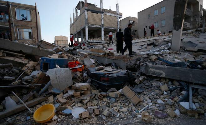 207 قتلى و1700 جريح حصيلة ضحايا الزلزال في إيران
