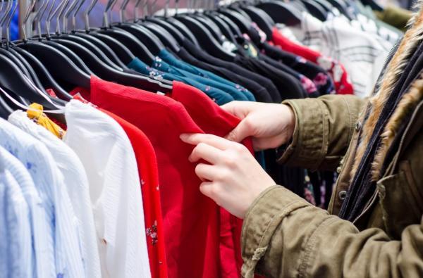 مطالبة بتمديد عمل محلات الألبسة حتى منتصف الليل